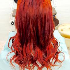 レッド ロング 巻き髪 ガーリー ヘアスタイルや髪型の写真・画像
