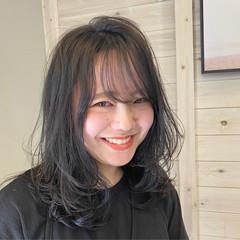 レイヤーカット オリーブグレージュ ナチュラル ミディアム ヘアスタイルや髪型の写真・画像