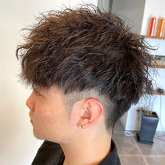 ストリート メンズパーマ ツイスト メンズショート ヘアスタイルや髪型の写真・画像