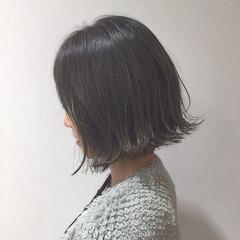 アッシュ イルミナカラー 切りっぱなし グレージュ ヘアスタイルや髪型の写真・画像