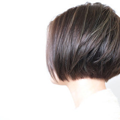ボブ オフィス ナチュラル 大人ハイライト ヘアスタイルや髪型の写真・画像