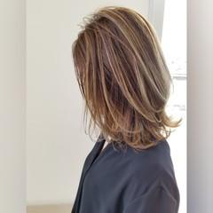 ミディアムレイヤー レイヤーカット ミディアム ナチュラル ヘアスタイルや髪型の写真・画像