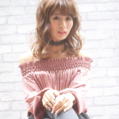 ミルクティー デート フェミニン ミディアム ヘアスタイルや髪型の写真・画像