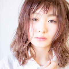 ウェットヘア ピンク ミディアム ベージュ ヘアスタイルや髪型の写真・画像