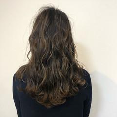イルミナカラー ナチュラル ハイライト アッシュグレージュ ヘアスタイルや髪型の写真・画像