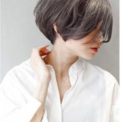 似合わせカット グレージュ ハンサムショート ナチュラル ヘアスタイルや髪型の写真・画像