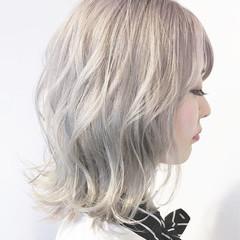 アッシュグレージュ ストリート グレージュ ダブルカラー ヘアスタイルや髪型の写真・画像