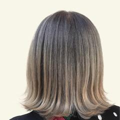 ミディアム ブリーチ必須 ホワイトベージュ 切りっぱなしボブ ヘアスタイルや髪型の写真・画像
