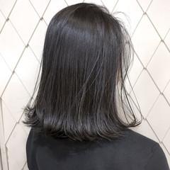 ナチュラル グレー 切りっぱなし ハイライト ヘアスタイルや髪型の写真・画像
