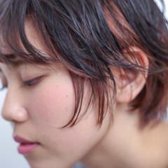 ナチュラル ショート ピンク インナーカラー ヘアスタイルや髪型の写真・画像