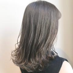 透明感カラー セミロング ナチュラル ミルクティーアッシュ ヘアスタイルや髪型の写真・画像