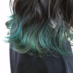 グリーン ハイトーン ミディアム グラデーションカラー ヘアスタイルや髪型の写真・画像