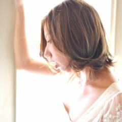 モード ウェーブ 暗髪 ナチュラル ヘアスタイルや髪型の写真・画像