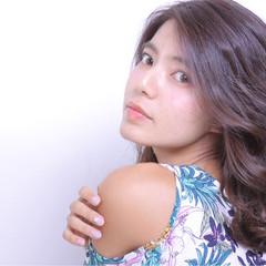 外国人風 セミロング 夏 色気 ヘアスタイルや髪型の写真・画像