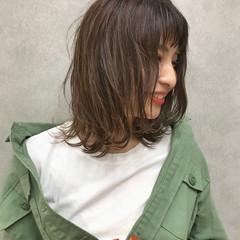前髪あり 波ウェーブ デート 抜け感 ヘアスタイルや髪型の写真・画像