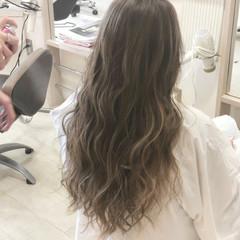 ロング ハイライト 美髪 ナチュラル ヘアスタイルや髪型の写真・画像