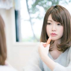 パーマ コンサバ フェミニン ミディアム ヘアスタイルや髪型の写真・画像