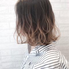 ストリート ボブ 波ウェーブ イルミナカラー ヘアスタイルや髪型の写真・画像