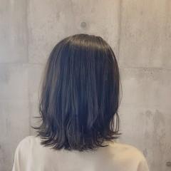 小顔ヘア シルバーグレージュ フェミニン 切りっぱなし ヘアスタイルや髪型の写真・画像
