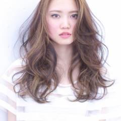 セミロング フェミニン 愛され 大人かわいい ヘアスタイルや髪型の写真・画像