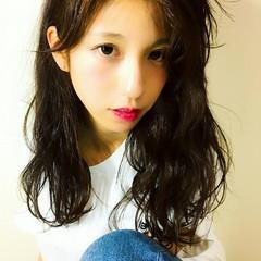 セミロング フェミニン 大人かわいい かき上げ前髪 ヘアスタイルや髪型の写真・画像
