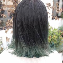 ミディアム グラデーションカラー ストリート グレー ヘアスタイルや髪型の写真・画像