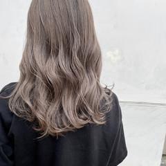 グレージュ ミディアム アッシュグレージュ モード ヘアスタイルや髪型の写真・画像