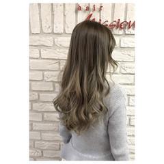 アッシュ グラデーションカラー ミルクティー フェミニン ヘアスタイルや髪型の写真・画像