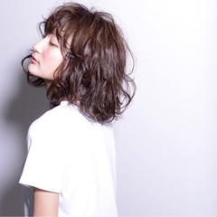 ストリート セミロング パーマ 黒髪 ヘアスタイルや髪型の写真・画像