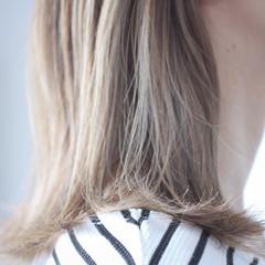 セミロング 大人ハイライト ナチュラル アッシュグレージュ ヘアスタイルや髪型の写真・画像
