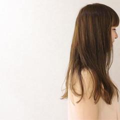 ロング フェミニン アッシュ 透明感 ヘアスタイルや髪型の写真・画像