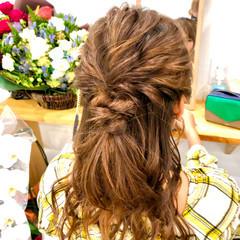 ヘアアレンジ ねじり ツイスト セミロング ヘアスタイルや髪型の写真・画像