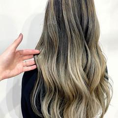 ホワイトカラー ブロンドカラー バレイヤージュ エレガント ヘアスタイルや髪型の写真・画像