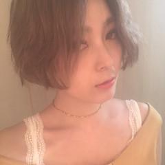 リラックス ストレート フェミニン ショートボブ ヘアスタイルや髪型の写真・画像