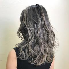 アッシュグレージュ ダブルカラー 上品 セミロング ヘアスタイルや髪型の写真・画像