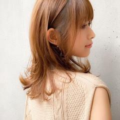 外ハネ 前髪あり ナチュラル デジタルパーマ ヘアスタイルや髪型の写真・画像