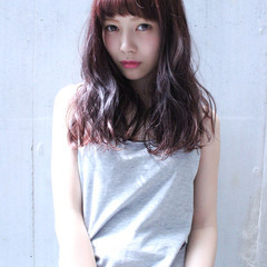 外国人風 前髪あり ナチュラル セミロング ヘアスタイルや髪型の写真・画像