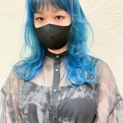 ウルフカット ナチュラルウルフ ターコイズブルー セミロング ヘアスタイルや髪型の写真・画像