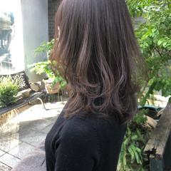 ナチュラル ミディアムレイヤー 透明感カラー レイヤーカット ヘアスタイルや髪型の写真・画像