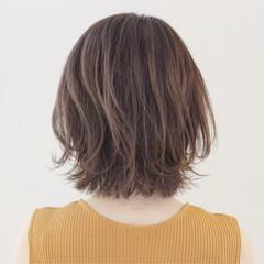 外ハネ 抜け感 アッシュ 透明感 ヘアスタイルや髪型の写真・画像