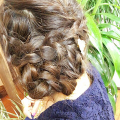 編み込み ヘアアレンジ セミロング くるりんぱ ヘアスタイルや髪型の写真・画像