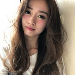 ヘアカラー 透明感カラー センターパート 外国人風カラー ヘアスタイルや髪型の写真・画像
