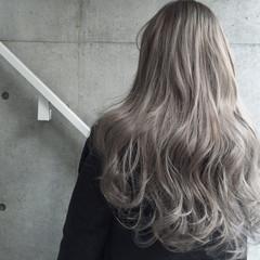 アッシュ グレージュ グラデーションカラー ロング ヘアスタイルや髪型の写真・画像