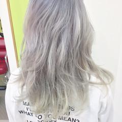 ハイトーン ホワイト ミディアム ストリート ヘアスタイルや髪型の写真・画像