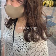 ミルクティーベージュ ミディアム ミルクティー ミルクティーブラウン ヘアスタイルや髪型の写真・画像