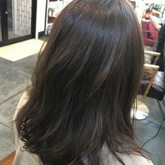 フェミニン ロブ ミディアム グレージュ ヘアスタイルや髪型の写真・画像