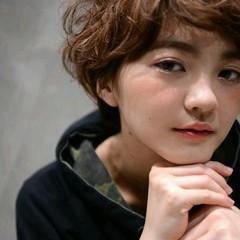 ショート ブラウン ゆるふわ 外国人風 ヘアスタイルや髪型の写真・画像