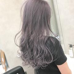 ロング ダブルカラー ラベンダーアッシュ ラベンダー ヘアスタイルや髪型の写真・画像