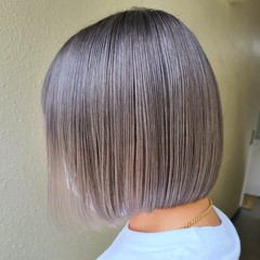 ストリート 切りっぱなしボブ イルミナカラー インナーカラー ヘアスタイルや髪型の写真・画像
