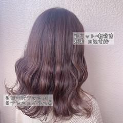ミディアム ピンクベージュ アンニュイほつれヘア 大人可愛い ヘアスタイルや髪型の写真・画像